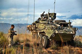 美军斯特瑞特装甲车集群出动展开演习