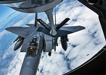 要认识到差距:美军F-15E空中加油演练