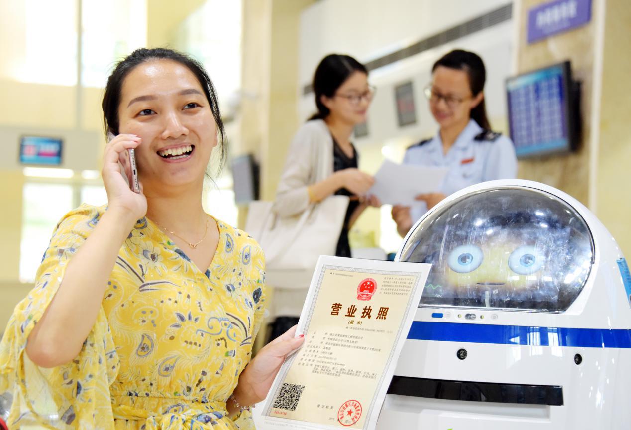 """江苏一批税务智能机器人升级""""转岗""""赢点赞"""