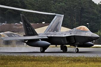 美军F22战斗机抵达德国 将和欧洲举行演习