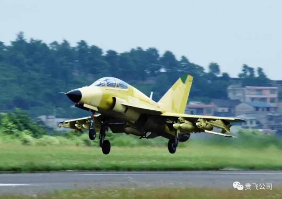 中国首架FTC2000G战机前机身交付 下月进行总装