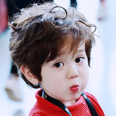 周嘉诚,jackson,男,2013年11月5日出生,美国籍中国混血萌娃,模特