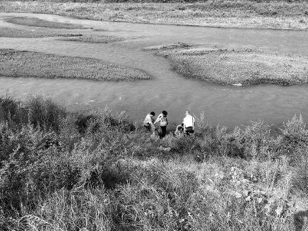 四个儿子不赡养 七旬老妇投河获救