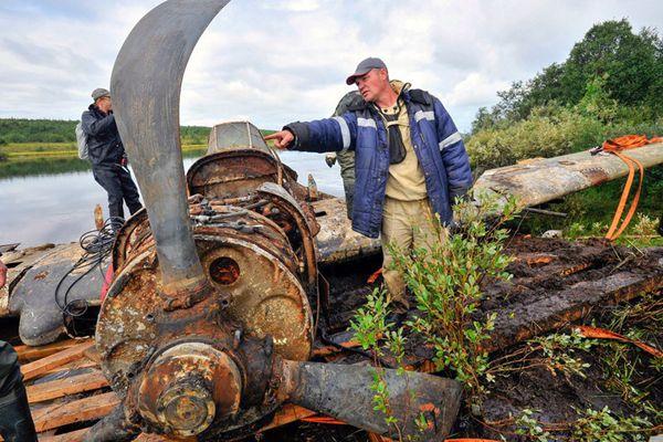 二战时期俄罗斯对地攻击战机被打捞上岸 现已锈迹斑斑