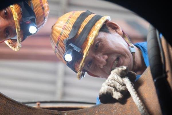广西铁路洗罐工50℃下工作 两分钟呼唤一次确认安全