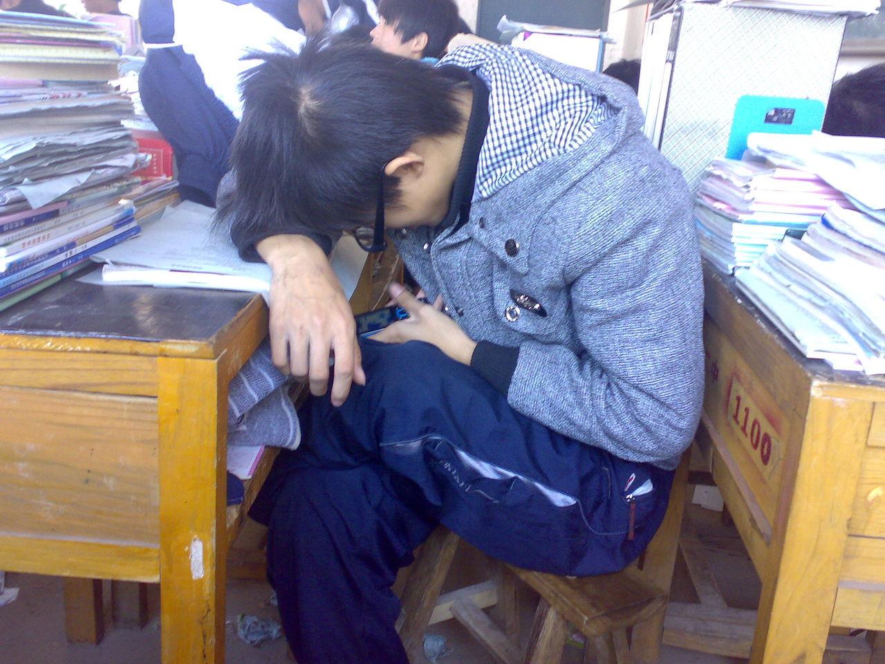 广州市教育局倡议:学生不要携带智能手机进校园