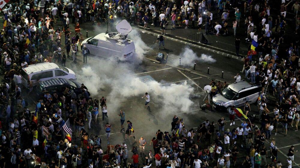 罗马尼亚首都上万人参加反政府示威集会