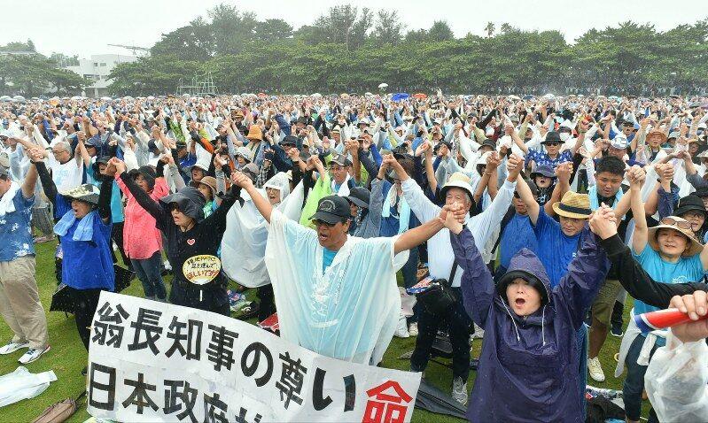 """""""冲绳县民大会""""通过决议 要求日本政府立刻停建新美军基地"""