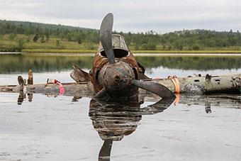 俄罗斯一湖中打捞出一架70多年前伊尔-2攻击机