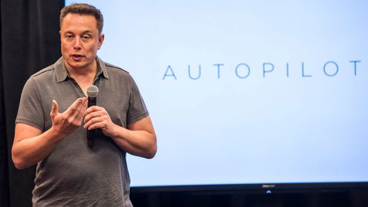 马斯克:特斯拉AI芯片有望明年年初发布