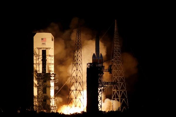 耗资15亿美元 人类首个最接近太阳的探测器升空