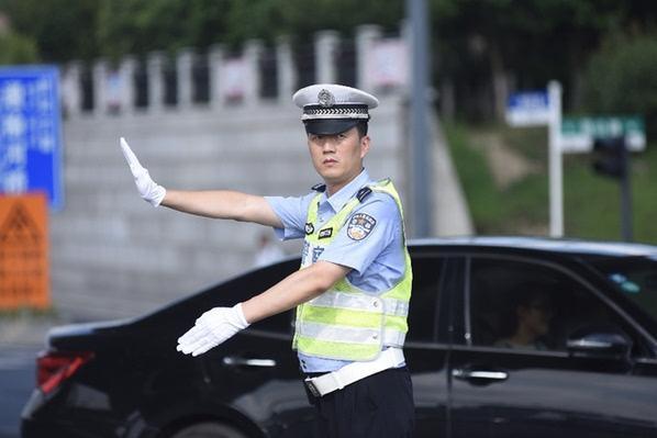 """""""马路大队长""""陈斌每天用汗水疏通城市动脉"""