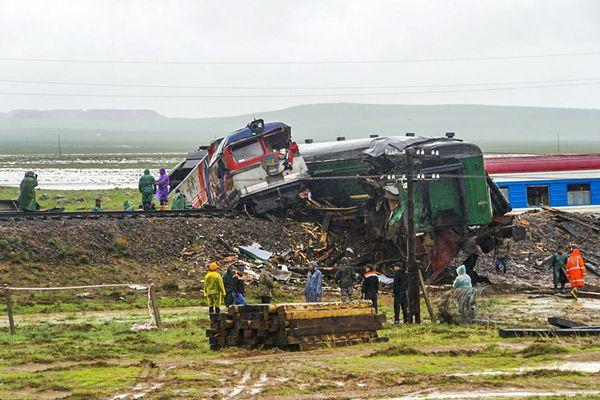 一列载328名乘客的客运列车在蒙古国东南部脱轨 致9人受伤