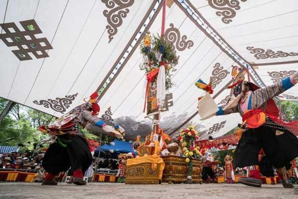 藏戏唱响拉萨雪顿节