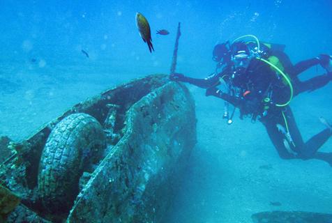 法国潜水员发现二战美国战斗机残骸