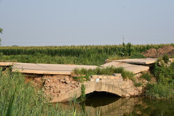 村民走塌陷危桥上胆战心惊 修复计划待批复
