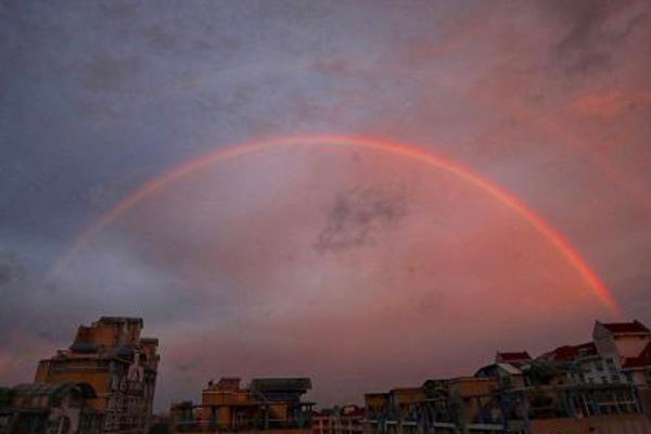 南京傍晚现彩虹 深浅两条分外迷人