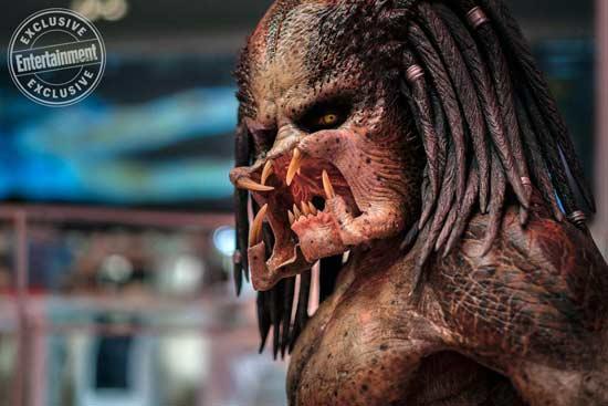 《铁血战士》曝预告 宇宙最强猎手换装升级