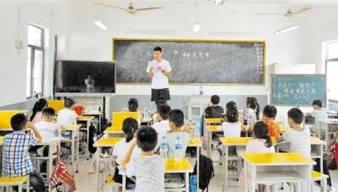 浙大学生自费支教中暑:村民凑钱装空调