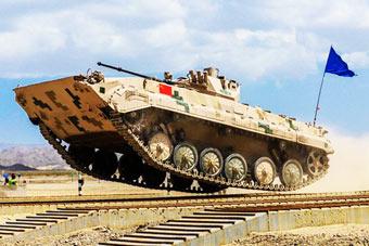 百秒回眸2018国际军事比赛 中国队表现抢眼
