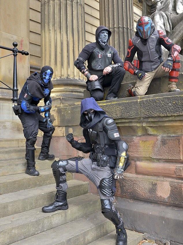 """暖心!英社区居民扮""""超人""""义务维护社区治安"""