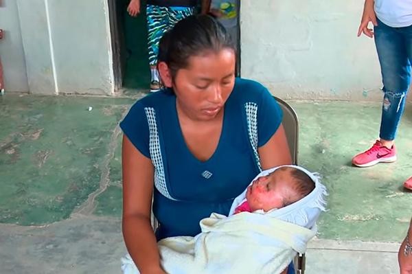 洪都拉斯一被宣告死亡女婴葬礼上突然复活