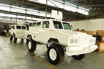 乌干达首辆防雷车下线 总统亲自视察