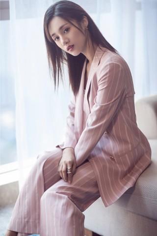 """安悦溪曝西服写真""""男友""""附体 高甜少女想被""""黑化"""""""