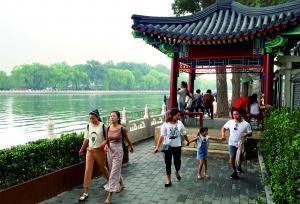 北京什刹海4500米邻水步道贯通