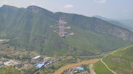 """无人机""""引线""""赤水河大桥2000米先导索过江"""