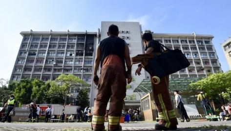 台北医院火灾致4死13人命危 或为电动床起火所致