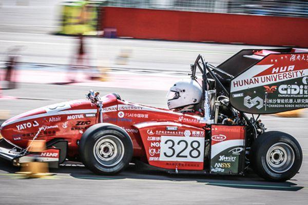 中国车队亮相德国大学生方程式赛车比赛