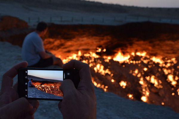 """中国摄影师实地探访土库曼斯坦""""地狱之门"""""""