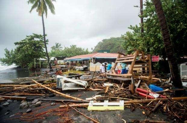 美飓风捐赠物资无人问津,与老鼠屎为伍