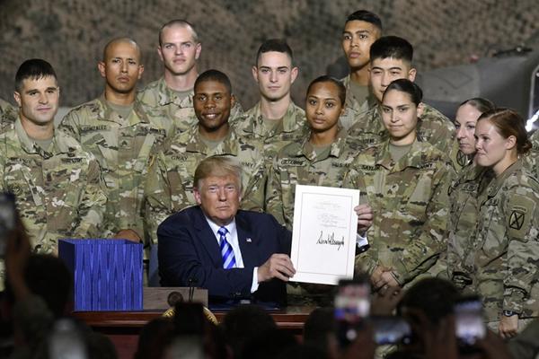 特朗普签署7160亿美元国防授权法案 军费增加2.6%