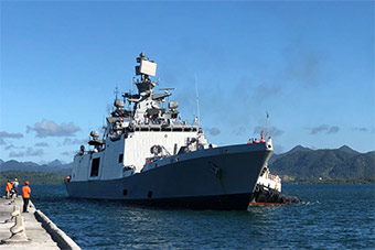 中国医院船前脚刚走 印就派新锐战舰抵达斐济