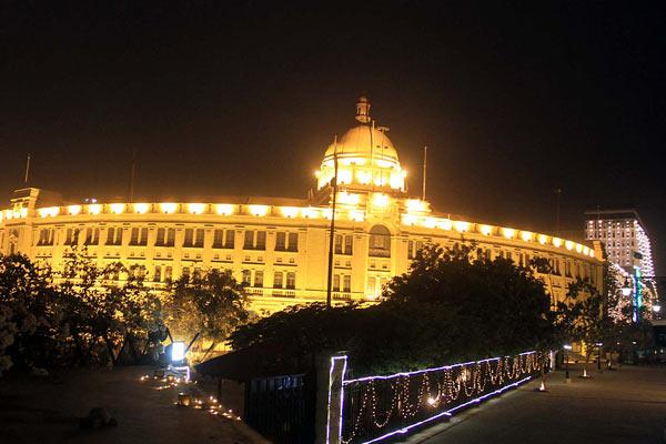 巴基斯坦多地亮灯 庆祝独立71周年