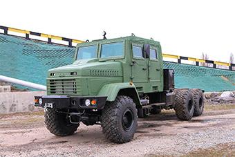 乌克兰自研武器亮相:轮式底盘运输榴弹炮