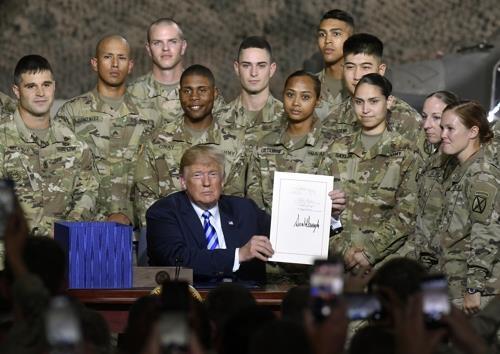 """特朗普签署""""2019财年国防授权法案"""":限制驻韩美军削减至2.2万名以下"""