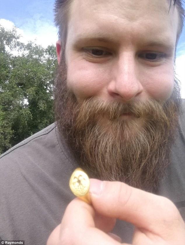 业余寻宝者英古堡附近发现金戒指 价值过万英镑