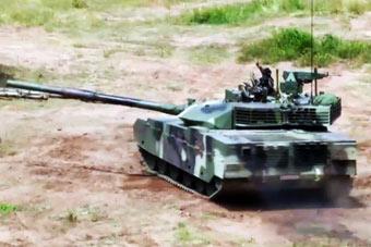 玩出新花样:泰军高举双手展示VT4坦克一项绝技