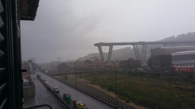 什么原因导致意大利高架桥坍塌?外媒:意政府怀疑高架桥结构性弱化