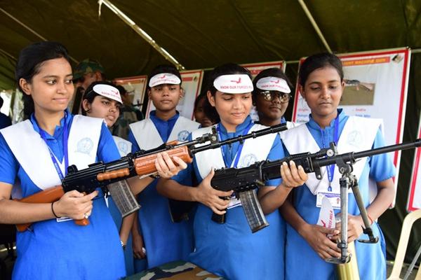 印度举行军事展活动 迎接独立日
