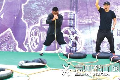 贵州奇人一个鼻孔2分半钟吹胀12个汽车轮胎,创世界纪录