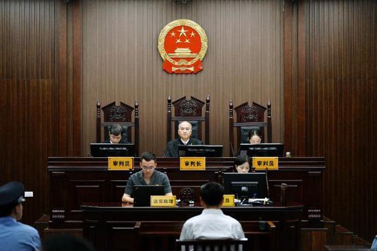 浙江财政厅原厅长钱巨炎出庭受审 被控受贿1395万