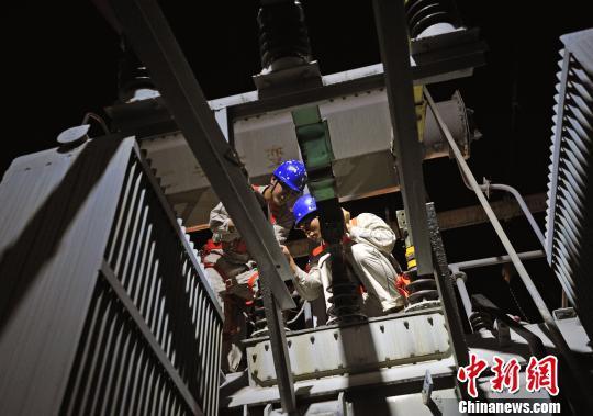 重庆对电网及输变电设备集中检修 确保市民正常用电