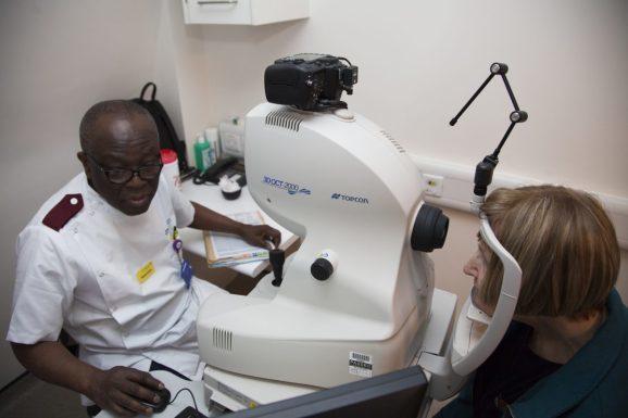 谷歌AI可为50种眼疾推荐治疗方案 准确率高达94%