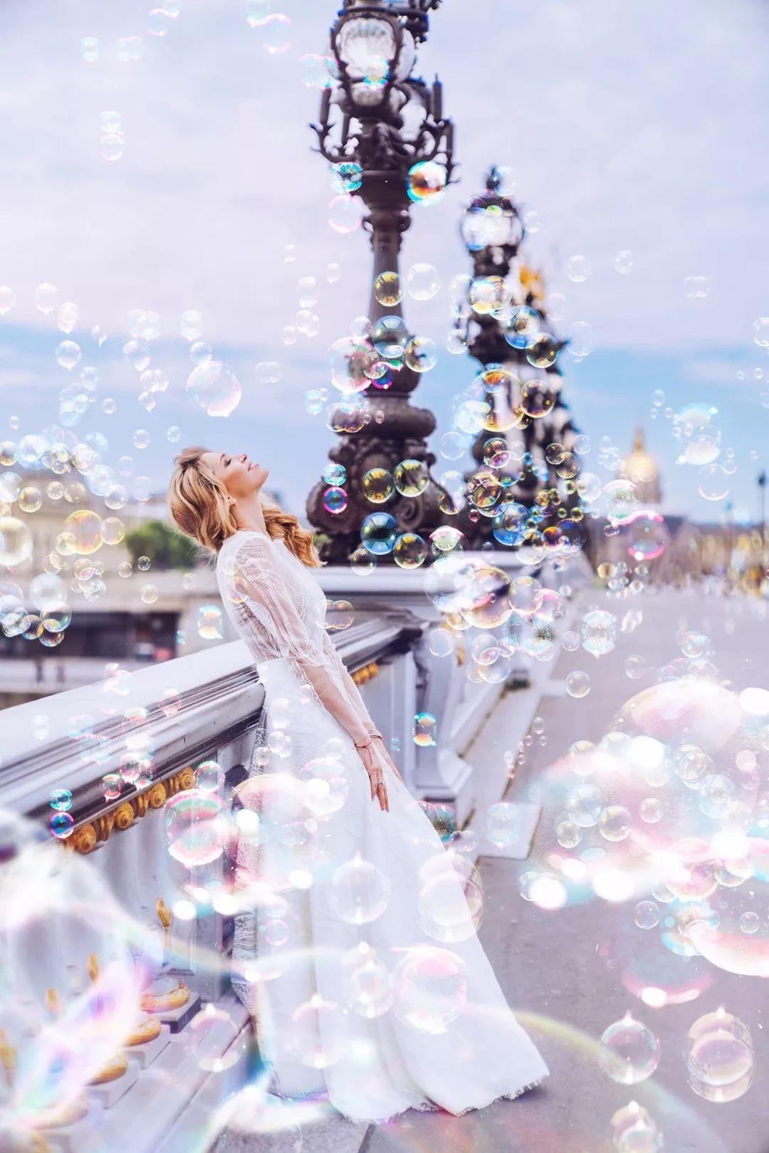 她带着相机环球旅行,用镜头将冰冷的现实世界,变成了美丽的童话王国