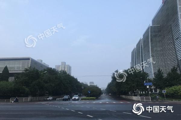 北京雨水频扰三警齐发 今天东南部局地仍有中到大雨