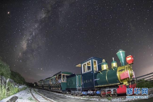 银河伴火车(组图)